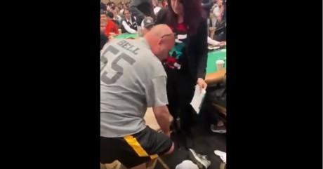 VIDEO: WSOP-l osaleja tõmbas püksid jalast ja näitas konkurentidele tagumikku
