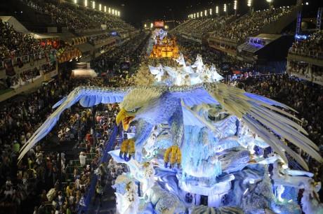 Võistle slotiturnadel Coolbetis ja võida reis kahele Rio karnevalile!